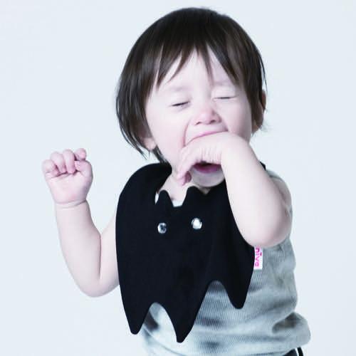 ニヴァのスタイをつけた赤ちゃん