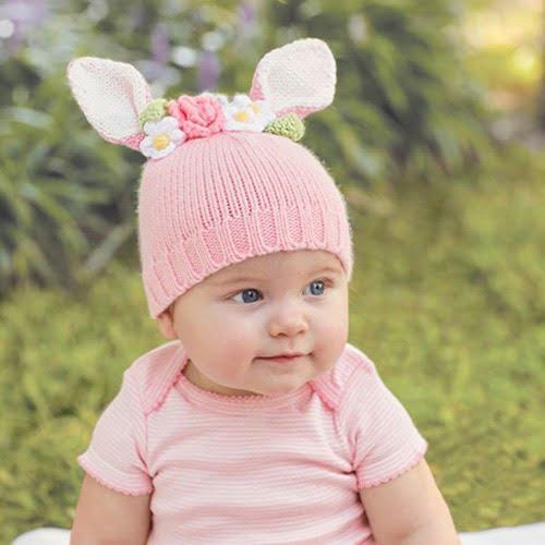 マッドパイアニマル帽子のバニーをかぶった赤ちゃん