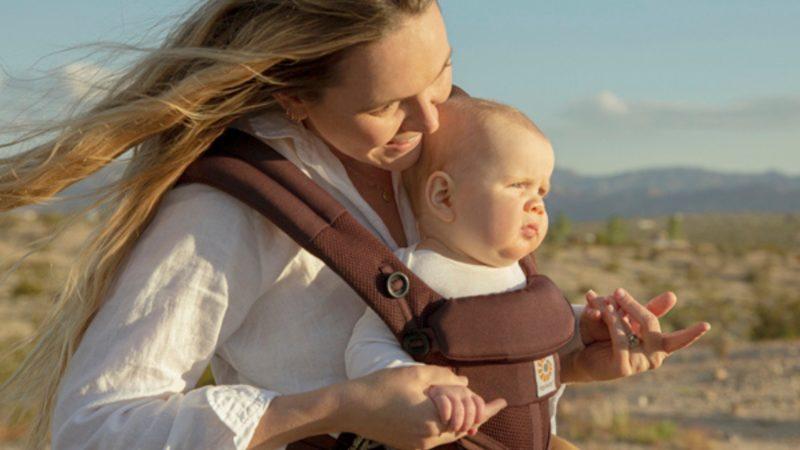 エルゴで前向き抱っこ!赤ちゃんにどんなメリットがあるの?